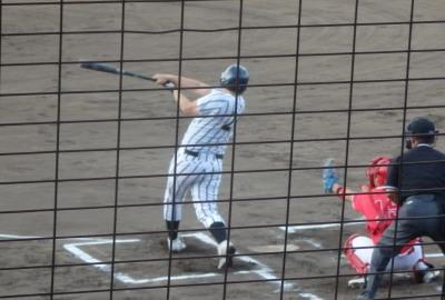 P8132859シアーズ 3回裏2死から3番が左越え本塁打を放つ