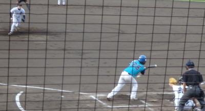 P8172994 FAIR2回表無死二塁から7番の送りバントが一塁悪送球となり、2走が生還