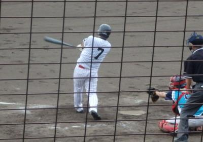 P81730482死三塁から2番が左越えエンタイトル二塁打を放ち1点返す