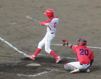 P8203130 H・プラン2回表2死二塁から9番が右翼線一杯に2点本塁打を放つ