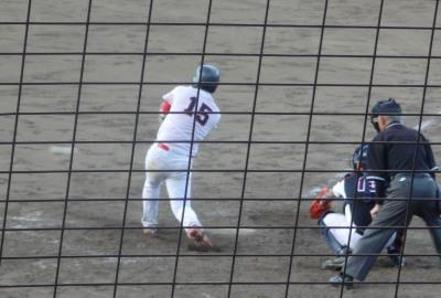 P8233337江津球友4回表1死満塁から2番が左前打を放ち2点追加、3対2と勝ち越す