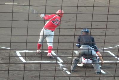 P8253379 トウヤ1回表1死一塁から3番は右飛