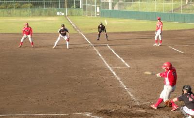 P8253432延長6回表トウヤ2死一塁から5番は右飛で無得点