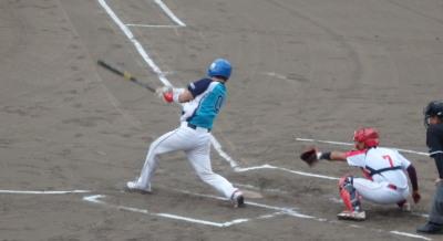 P8293539 1回表FAIR2死三塁から4番が決勝点となる左前打を放ち1点先制。
