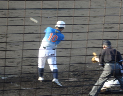 P8313743炭焼きよた4回表2死二塁から4番が左中間二塁打を放ち1点追加