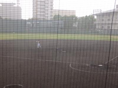 P90739333回裏1死から突然土砂降りとなり5分試合中断