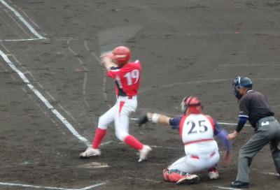 P9124076 味千拉麺1回裏1死一、二塁から6番が左中間二塁打を放ち2点追加