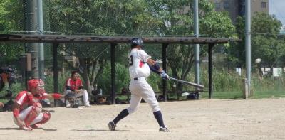 P9164269続く5番の中前打で三塁まで到達していたが二塁ベース踏み忘れでアウト ただ2走のホームインは認められた。この回2点目となる