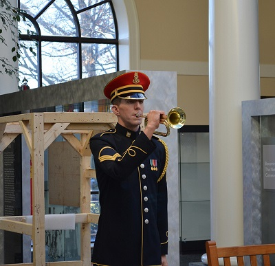 400pxthe bugler right out of his packing crate Arlington National Cemetery 20130118 by Tim Evanson