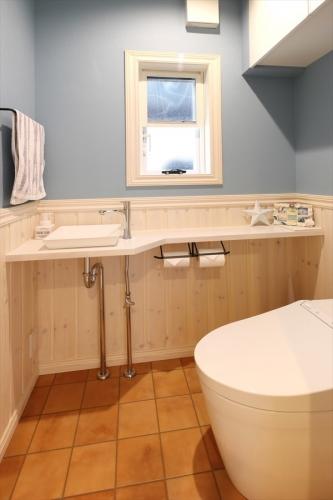 restroom_swedenhome_surfershouse (1)