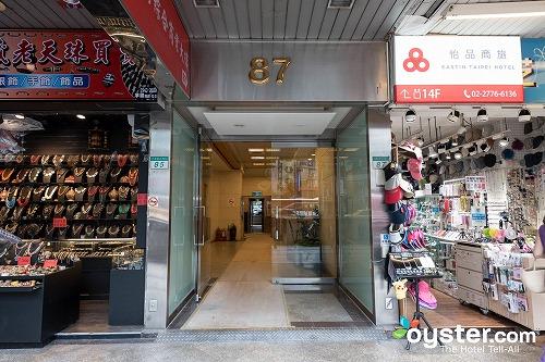 entrance--v17361689-1280.jpg