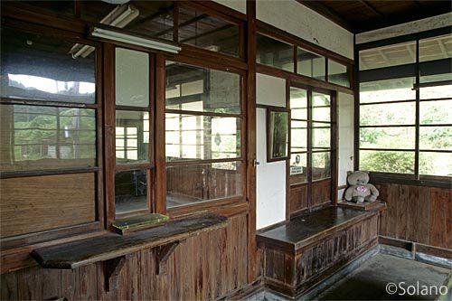 JR西日本・山陰本線・湯里駅旧駅舎の窓口跡