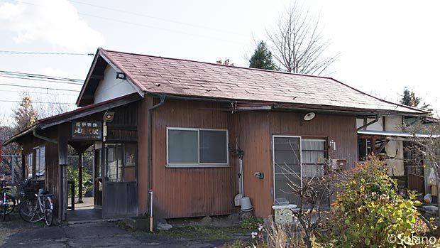 長野電鉄、住宅一体型の木造駅舎!?東屋代駅