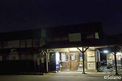 夜の長野電鉄・屋代線、信濃川田駅