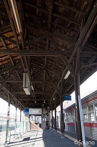 長野電鉄・屋代線、屋代駅の古色蒼然とした木造上屋