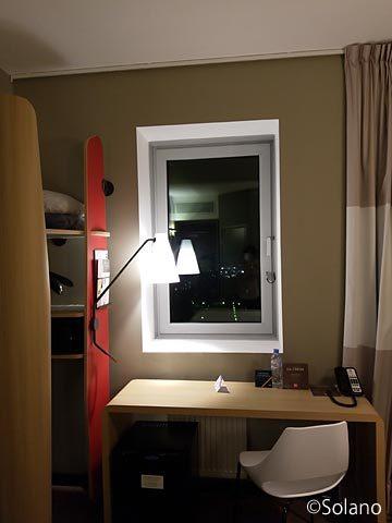 モスクワのホテル、イビス・モスクワ・キエフスカヤ客室、窓際