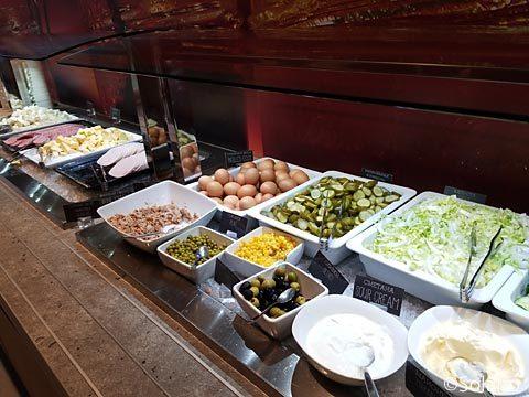 ホテル、イビスモスクワ・キエフスカヤ朝食、サラダなど