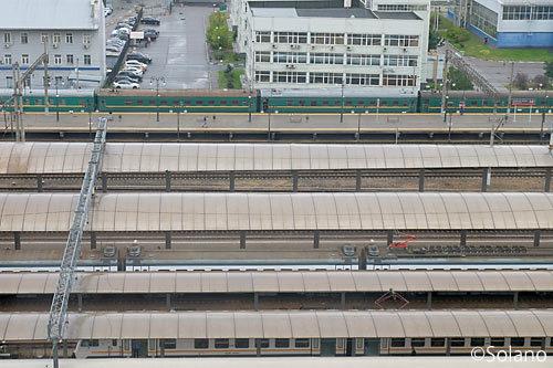 ホテルから見たモスクワ・キエフ駅、共産圏っぽい列車