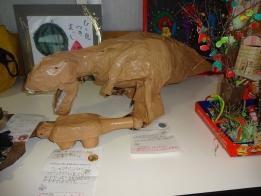 館長賞の紙製恐竜