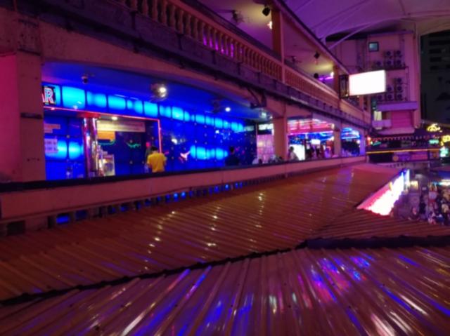 【泰國|曼谷】世界最大紅燈區 那那nana-plaza-gogobar 推荐女性