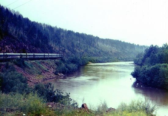 ⑭シルカ川に沿って