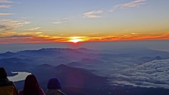 5赤岩八合館からの山中湖と朝焼け