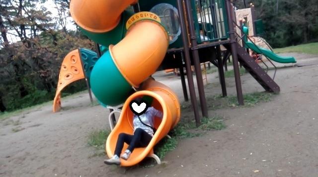 遊具滑り台ママ無事生還-1