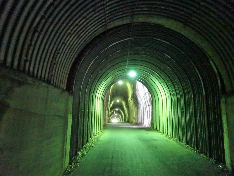 ②◎不思議なトンネル