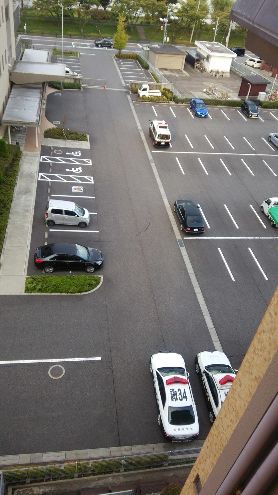 湖泉荘脇駐車場