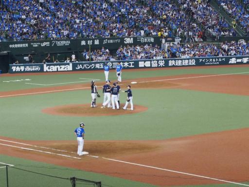 20180816・野球観戦と散歩2-11・秋山選手でP交代