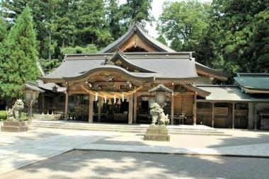 Honden_shirayama_hime_shrine_ishikawa.jpg