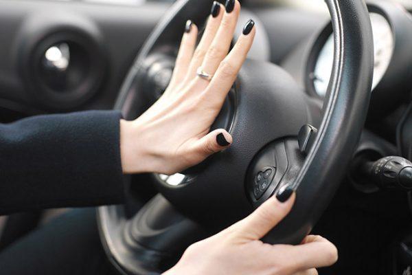 honking-car-horn-600x400.jpg