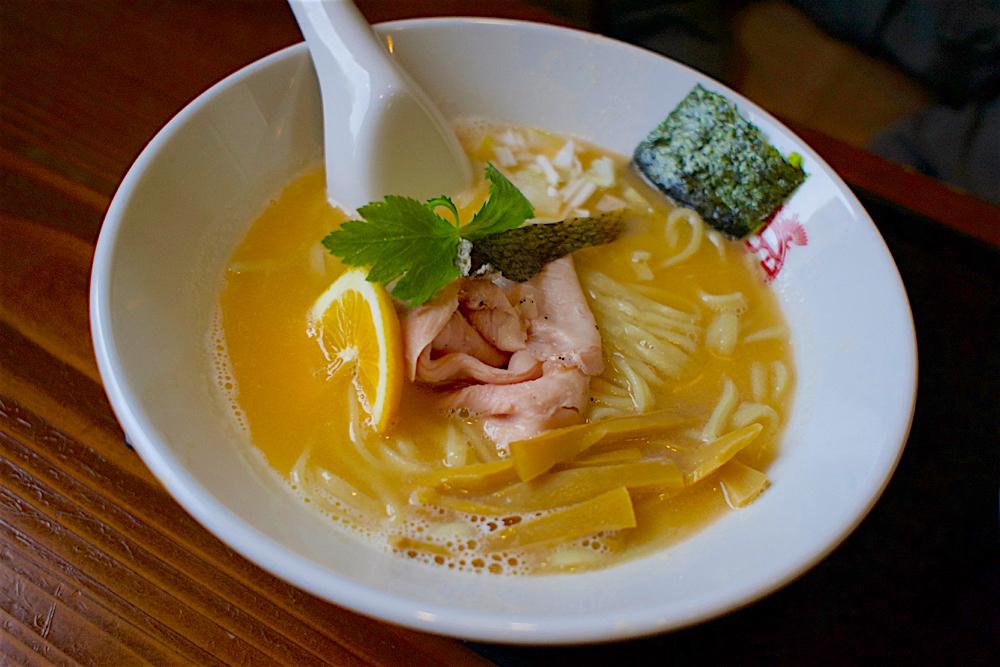 中華ソバ俊麺製麺所@宇都宮市西川田本町 濃厚秋鮭のパイタンソバ