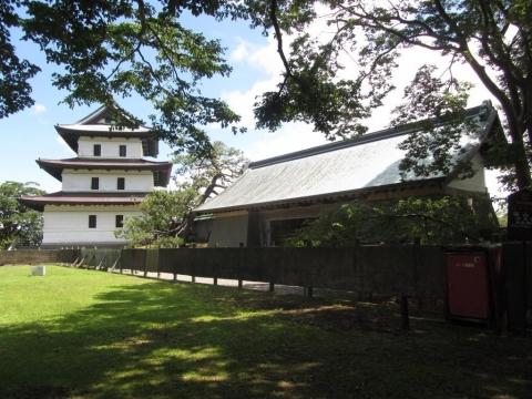 本丸御門と三重櫓