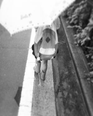 20180915雨の中歩く原っぱ.jpg