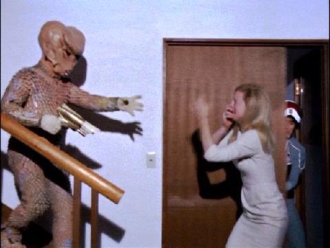 ミヤベ博士の妻・グレイスを襲うバド星人