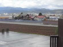 12:21 展望台から見た ファームレストラン あぜ道 より道