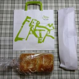 手提げ袋とパン
