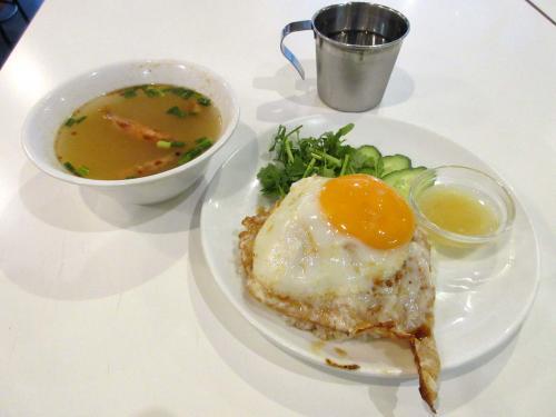 カオマンガイ(小)、レモンダレ、パクチー有、目玉焼き、トムヤムクン変更