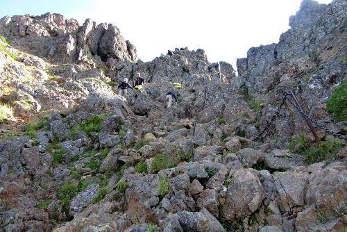 険しい岩場が続く