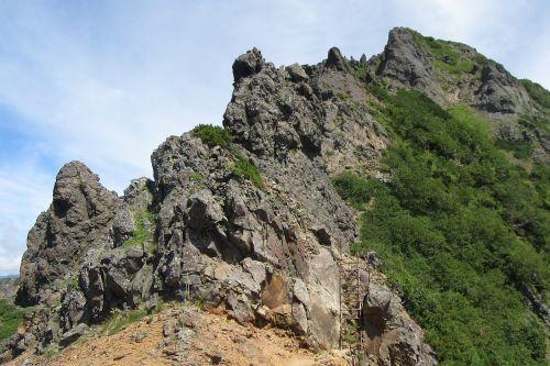 横岳の険しい岩場