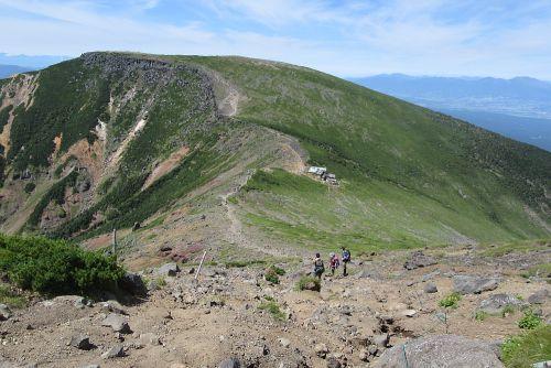 硫黄岳山荘が見えた