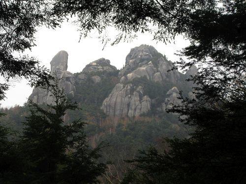 山頂付近の威容
