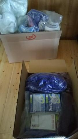 奥の箱は障がい者施設、手前の箱は九州のお寺に行く