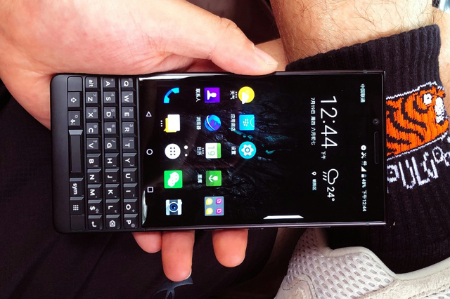 BlackBerry_KEY2_12.jpg