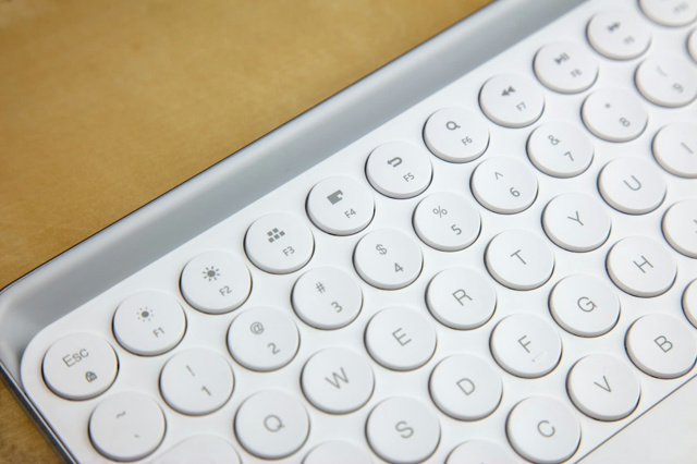MIIIW_Dual-mode_Keyboard_05.jpg