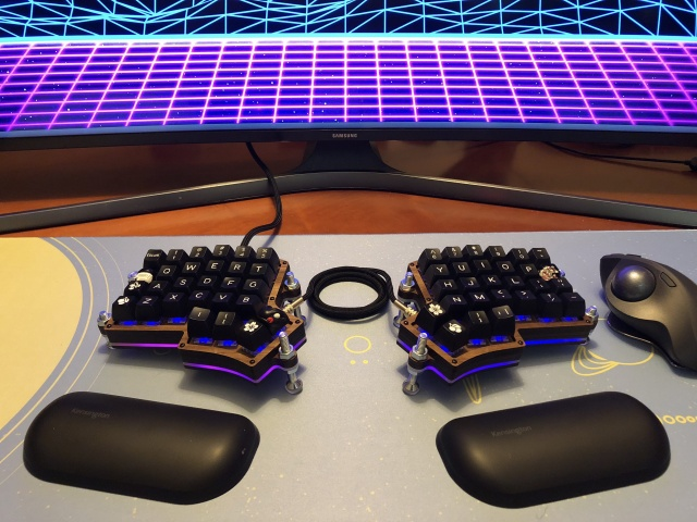 Mechanical_Keyboard128_03.jpg