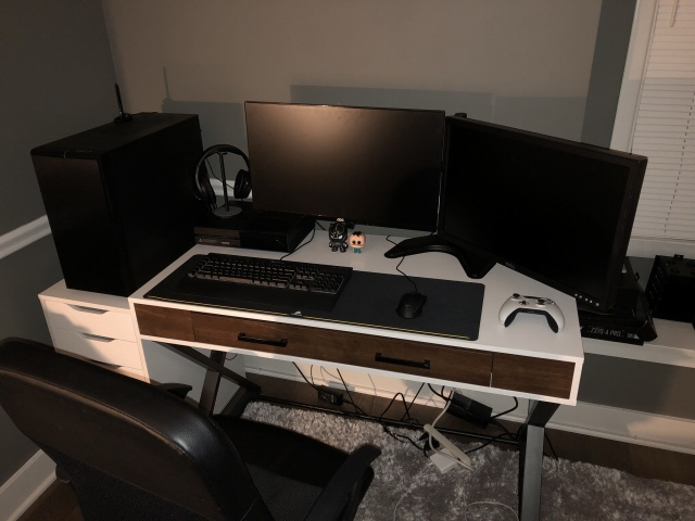 PC_Desk_126_14.jpg