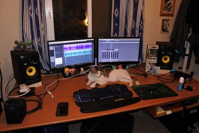PC_Desk_126_17.jpg