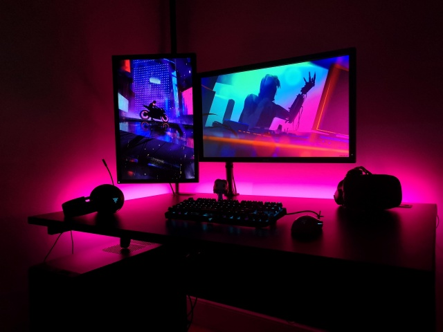 PC_Desk_126_22.jpg